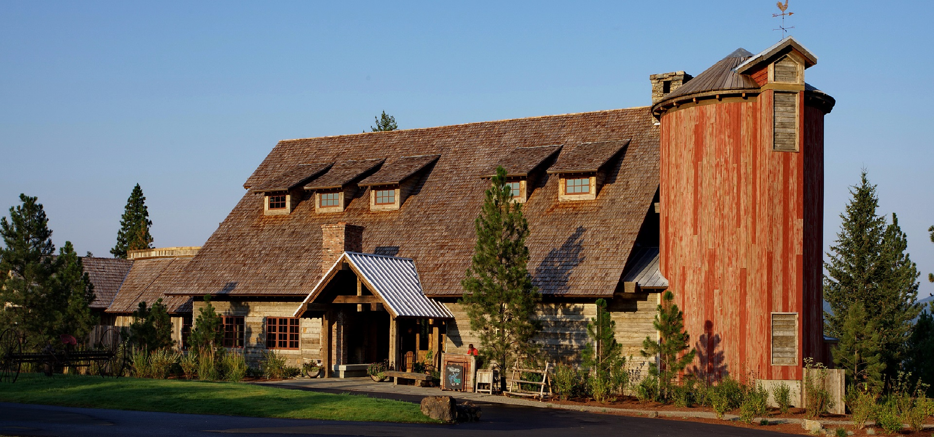 Gozzer-Ranch-Clubhouse